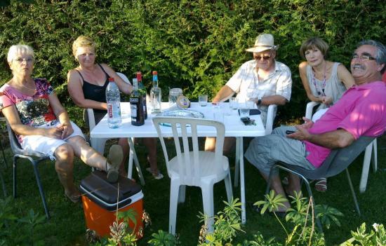 Avec modération au jardin pour l'anniversaire de Nénette  Juillet 2012