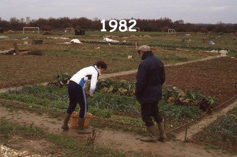 Le départ en 1982  de notre potager  ... Nénette et Papa