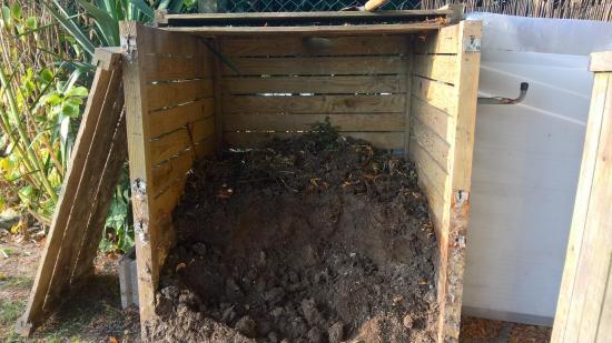 Notre composteur ...uniquement que des déchets de légumes ...commencé  depuis 6 ans
